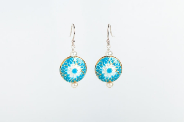 SKY BLUE ENAMEL DISC & PEARL EARRINGS WITH FLOWER