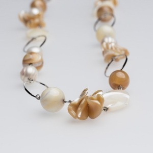 SHELL & MOTHER OF PEARL LINK NECKLACE