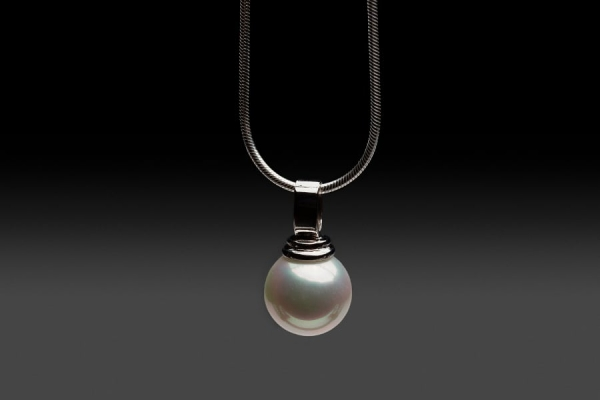 SEASHELL PEARL PENDANT ON STERLING SILVER OMEGA CHAIN