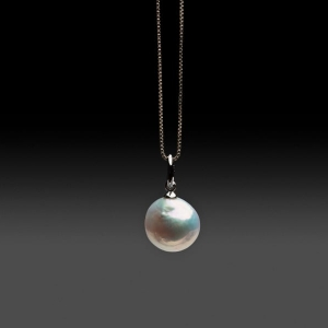 FRESHWATER PEARL PENDANT ON STERLING SILVER CHAIN