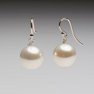 SEASHELL PEARL EARRINGS – WHITE 14mm