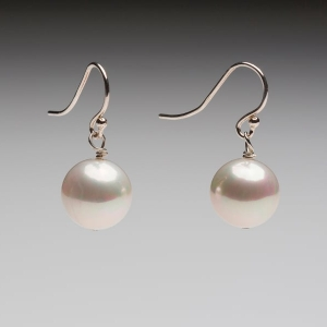 SEASHELL PEARL EARRINGS - WHITE 12mm