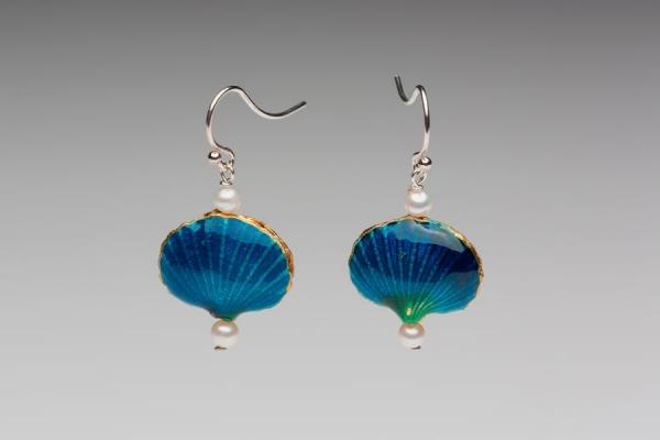 ENAMEL SHELL & PEARL EARRINGS - TEAL BLUE