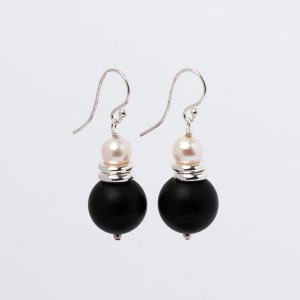 MATT BLACK ONYX AND PEARL EARRINGS - 14MM