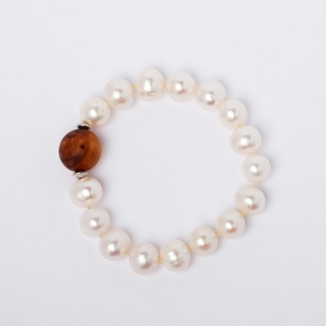 WHITE BAROQUE PEARL AND WOODEN BEAD BRACELET