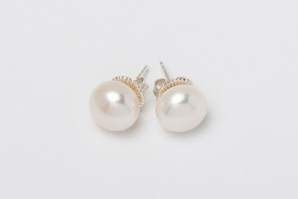 WHITE BUTTON PEARL STUD EARRINGS - 12MM