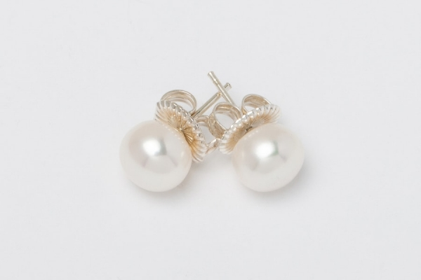 WHITE BUTTON PEARL STUD EARRINGS - 9MM