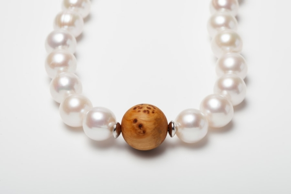 WHITE BAROQUE PEARL AND WOODEN BEAD NECKLACE