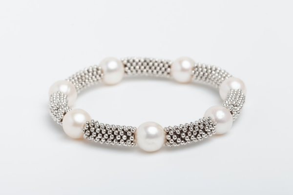 WHITE BAROQUE PEARL AND SILVER SPACER BRACELET