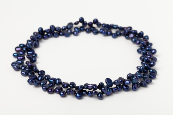 TIP DRILLED LAPIS BLUE PEARL LOOP NECKLACE