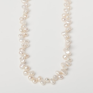 TIP DRILLED WHITE PEARL LOOP NECKLACE