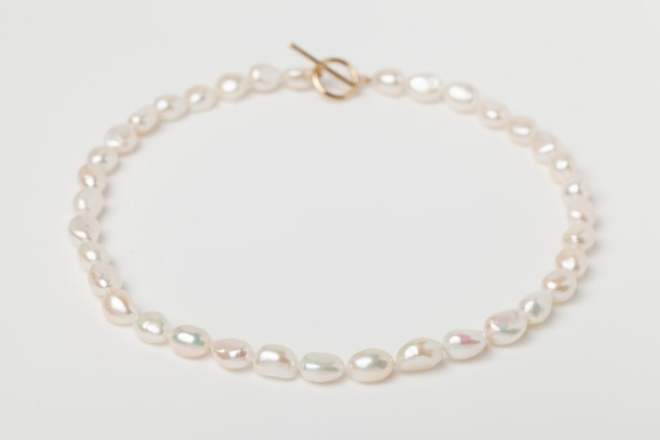 WHITE OVAL PEARL NECKLACE - GOLD TOGGLE CLASP