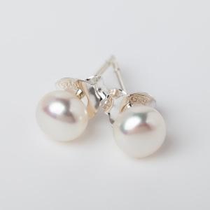 WHITE BUTTON PEARL STUD EARRINGS - 6MM