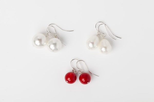 WHITE SEASHELL PEARL EARRINGS AND RED CORAL BEAD EARRINGS