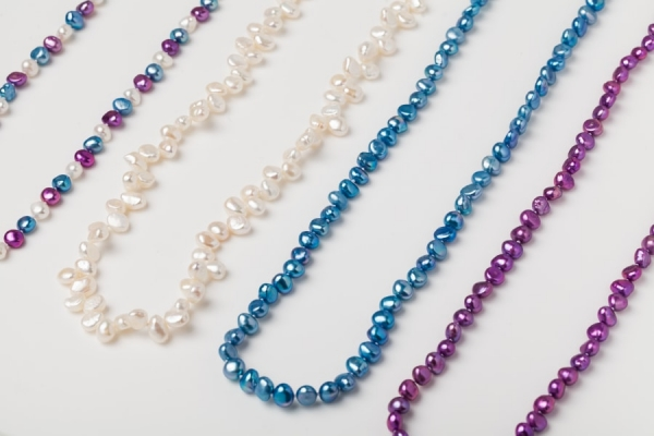 WHITE, MAGENTA AND SKY BLUE PEARL LOOP NECKLACES