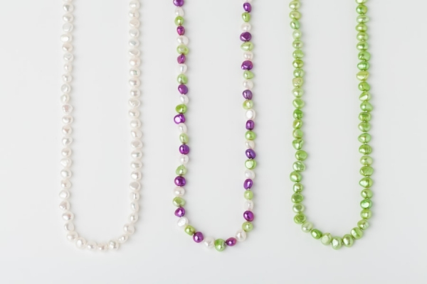 WHITE, MAGENTA AND APPLE GREEN POTATO PEARL LOOP NECKLACES