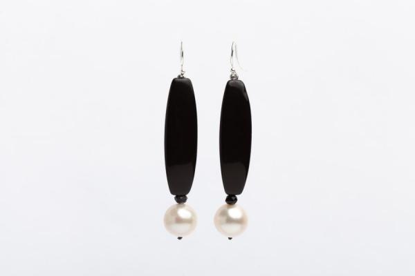 CREAM BAROQUE PEARL, BLACK ONYX AND BLACK CRYSTAL EARRINGS