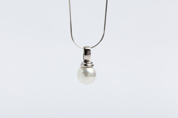 12MM WHITE SEASHELL PEARL PENDANT WITHOUT CHAIN