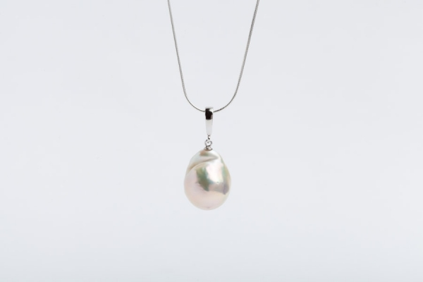 15MM WHITE FIREBALL PEARL PENDANT WITHOUT CHAIN