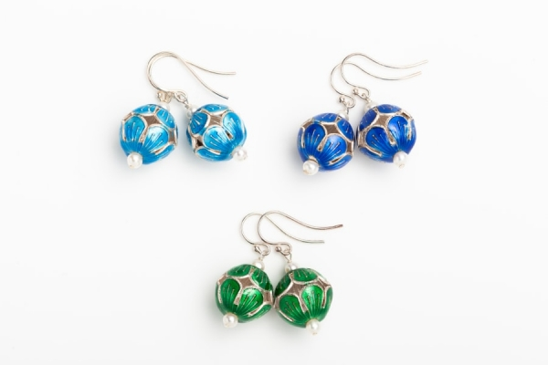 ENAMEL BEAD EARRINGS WITH WHITE BUTTON PEARLS