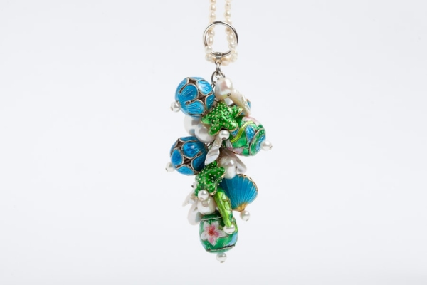 PEARL CHARM NECKLACE WITH EMERALD GREEN FISH & SKY BLUE SHELL