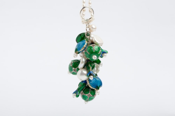 PEARL CHARM NECKLACE WITH EMERALD GREEN FISH & TEAL BLUE SHELL