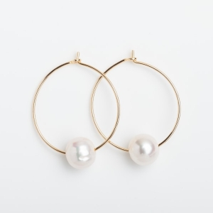 GOLD PLATED HOOP EARRINGS WITH SINGLE BAROQUE PEARL