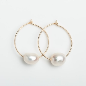 GOLD PLATED HOOP EARRINGS WITH SINGLE FRESHWATER PEARL