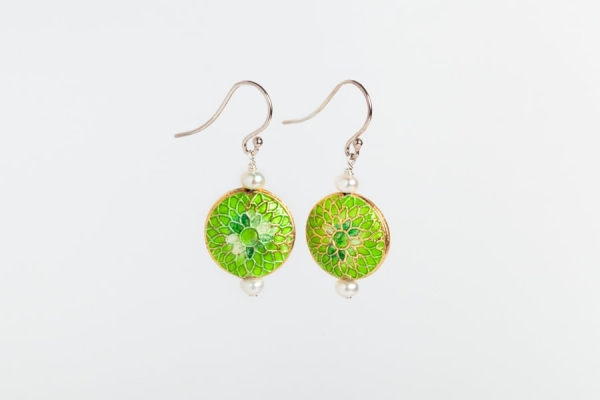 LIME GREEN ENAMEL DISC & PEARL EARRINGS WITH FLOWER