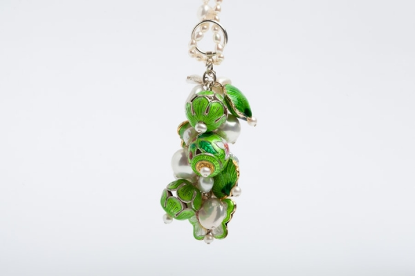 PEARL CHARM NECKLACE WITH LIME GREEN ENAMEL BEADS