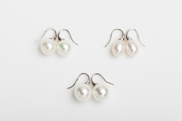 WHITE SEASHELL AND TEARDROP EARRINGS WITH SHORT HOOKS