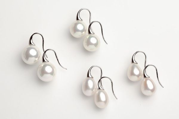 WHITE SEASHELL & TEARDROP SHORT HOOK EARRINGS